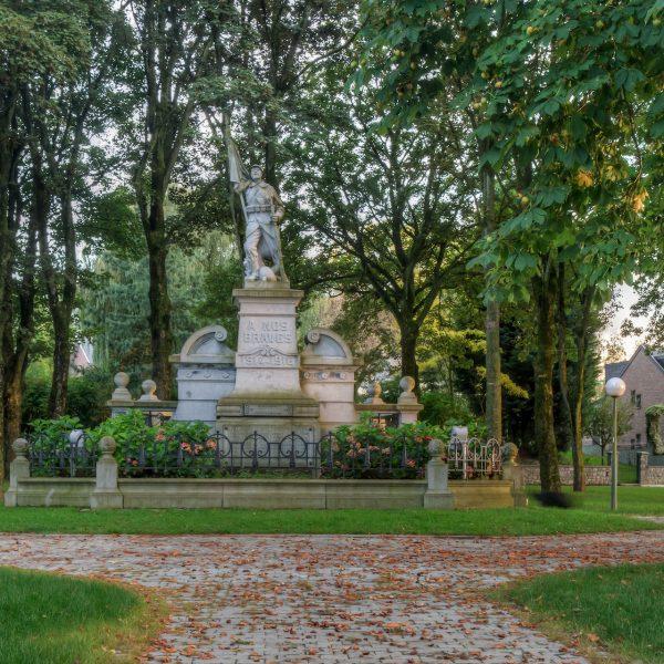 Grand-Place d'Ouffet - Monument aux morts